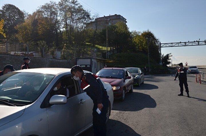 Zonguldak İl Umumi Hıfzıssıhha Meclisi'nin aldığı karar doğrultusunda Zonguldak'a başka şehirden gelen vatandaşlara, artan korona virüs vak'alarına karşı HES kodu uygulaması yapıldı. İlin Alaplı, Gökçebey, Devrek ilçe giriş noktalarında HES uygulaması başlatıldı. Jandarma ve polis ekiplerince oluşturulan giriş noktalarında sürücüler ve vatandaşların HES kodları sorgulandı. Alaplı ilçesinde de jandarma ekipleri tarafından HES kodu taraması yapılarak sürücüler ilçeye ve kente giriş yapabildi.