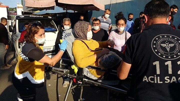 Olay yerine çok sayıda polis ve sağlık ekibi sevk edildi. Bacağından yaralanan kadın ve vücudunun çeşitli yerlerinden yaralanan 3 esnaf farklı ambulanslarla alınarak hastaneye kaldırıldı. Olay nedeniyle pazar yerinde kalabalık toplandı.