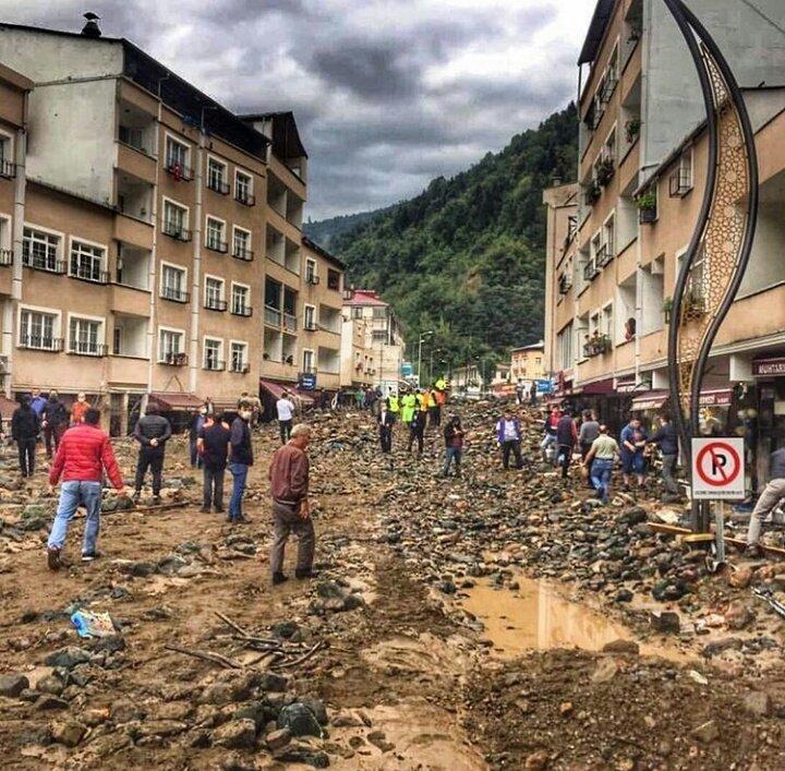 . 5i asker, 11 kişinin hayatını kaybettiği, 4 kişinin kaybolduğu selde; 19 bina yıkıldı, 361 yapı hasar gördü, alt ve üst yapı ile elektrik, su ve telefon hatları da zarar gördü.