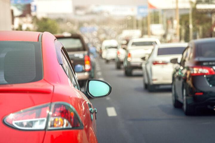 İlana çıkan araçların yüzde 61'i satıldı   Ekim ayında ikinci el online binek ve hafif ticari pazarında ilana çıkan araç adedi geçensenenin aynı ayına göre yüzde 97 yükselişle 339 bin 601 adet seviyesinde belirlendi. Söz konusu ayda ilana çıkan araçların yüzde 61'i satıldı.