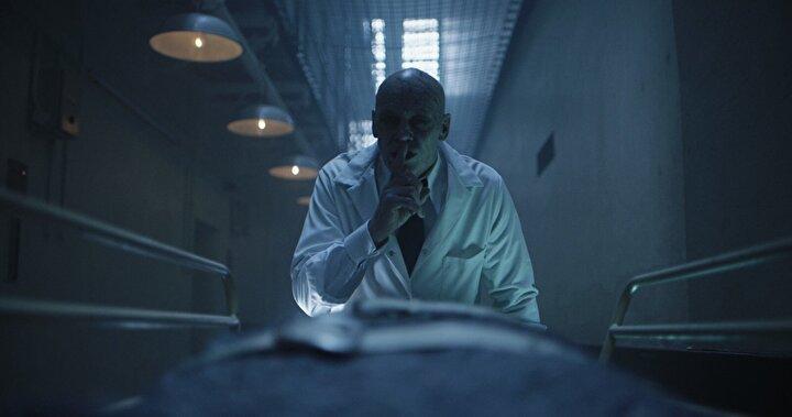 Meg Alexandra, Gabz Barker ve Jess Chanliaunun oynadığı Azizler Hapishanesini Russell Owen yönetti.