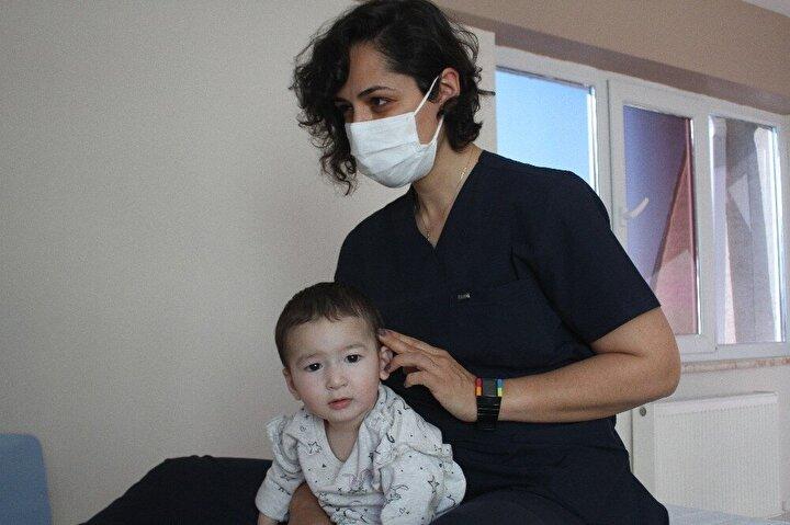 Özbekistan'da yaşayan İkromov ailesi, 1 buçuk yaşındaki çocukları Mufliha İkromov'un doğumunun ardından bazı sıkıntılar olduğunu fark etti. Minik Mufliha'nın başını kontrol edemediğini ve nesneleri kavramakta zorlandığını fark eden aile, Özbekistan'da bulunan bir hastaneye giderek Mufliha'nın Serebral Palsi hastası olduğunu öğrendi.