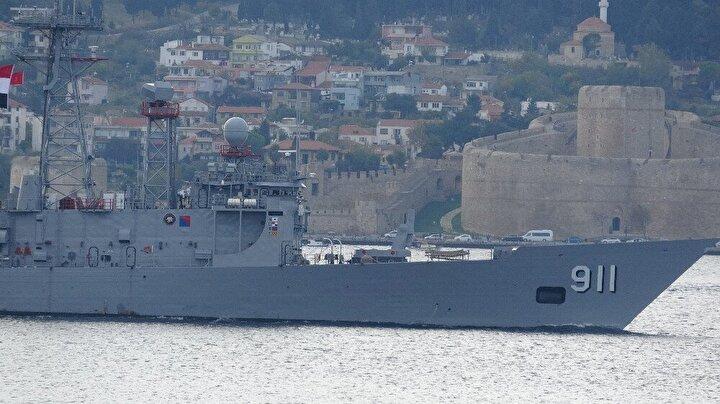 Kilitbahir Kalesi ve 'Dur Yolcu' yazısı önünden Nara Burnu istikametine giden savaş gemileri Nara Burnu'nu dönerek Marmara Denizi'ne doğru yol aldı.