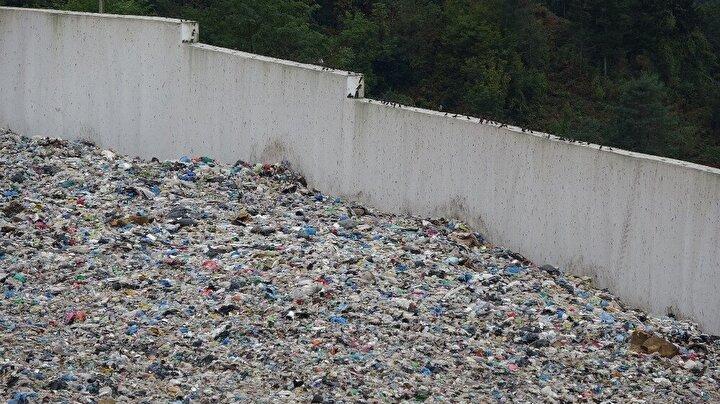 Kapasitesini aşan depolama sahasının yanında ek lot yapılmasının ardından çöpler bu alanda depolanırken, yıl sonunda faaliyete başlaması hedeflenen Araklı ilçesindeki Taşönü Katı Atık Entegre ve Bertaraf Tesisi ile Çamburnu'nda artık çöp depolanmayacak.
