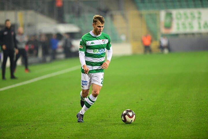 İsmail Çokçalış: 20 yaşındaki sağ bek bu sezon 9 maçta 1 gol ve 1 asistle oynadı.