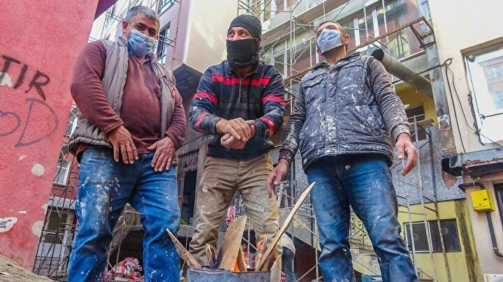Ardahan eksi 5'i gördü, inşaat işçileri ısınmak için ateş yaktı