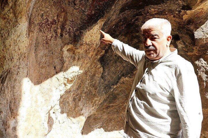 """Mağara Köyü Muhtarı Ahmet Koç, mağaraların kültür turizmine kazandırılmasını istediklerini ifade ederek, """"Bu mağaralarda insanlar yaşamış. Burada yaşanmışlıkların izleri var. Resimler var. At resmi, ayağında halka olan iki kadın resmi var. Geyik resmi var, çoğu resim de zamanla aşınmış, darbe görmüş. Ondan dolayı belirli olmuyor ama buranın her tarafı tarih. İncelenmiş bir durumu yoktur. Dışarıdan gelen insanlar böyle değişik niyetlerde, gömü amaçlı gelenler var"""" diyor."""