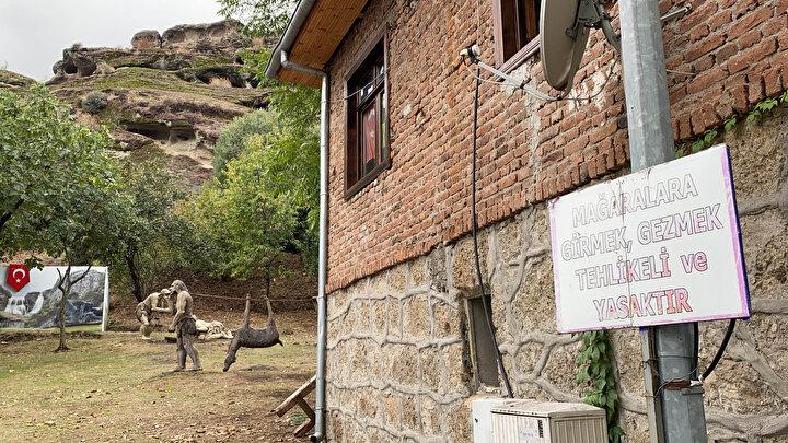 60 bin yıllık mağaranın duvarları yazı tahtasına döndü