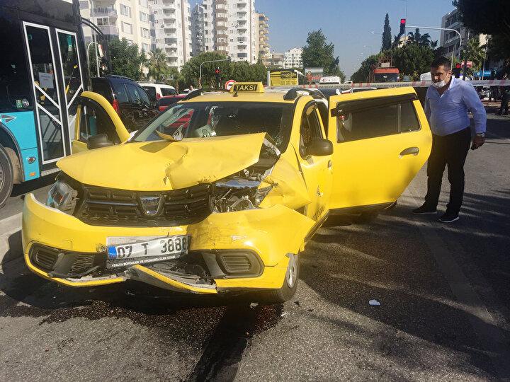 8 aracın karıştığı kazada, İran vatandaşı hamile bir kadın ve 6 yaşlarındaki çocuğu ile 4 kişi yaralandı.