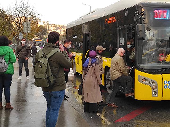 Ekiplerin toplu taşıma araçlarında denetimleri devam ediyor.