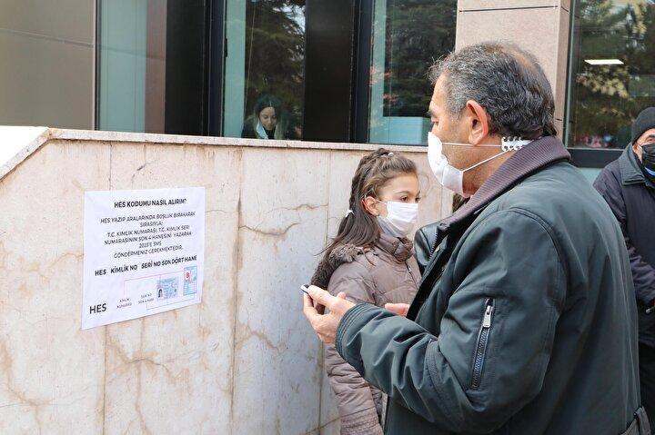Sağlık Bakanlığının mobil uygulaması Hayat Eve Sığar programı üzerinden alınan HES kodu, Eskişehirdeki toplu taşıma araçlarında 20 Kasım itibarıyla uygulamaya konacak. Seyahat kartlarında HES kodu olmayan ise toplu taşıma araçlarından yararlanamayacak.