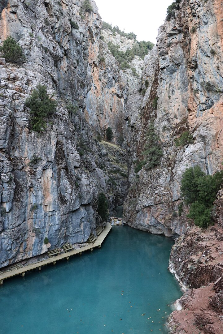 Acıpayama 40 kilometre mesafedeki, içinde şelalelerin bulunduğu kanyon Acıpayam Belediyesi tarafından turizme kazandırılması için çalışma başlatıldı. Çalışmalar tamamlandığında kanyonun doğa tutkunları ve karavan turizmi bakımından yükselen bir değer olacağının öngörüldüğü bildirildi.