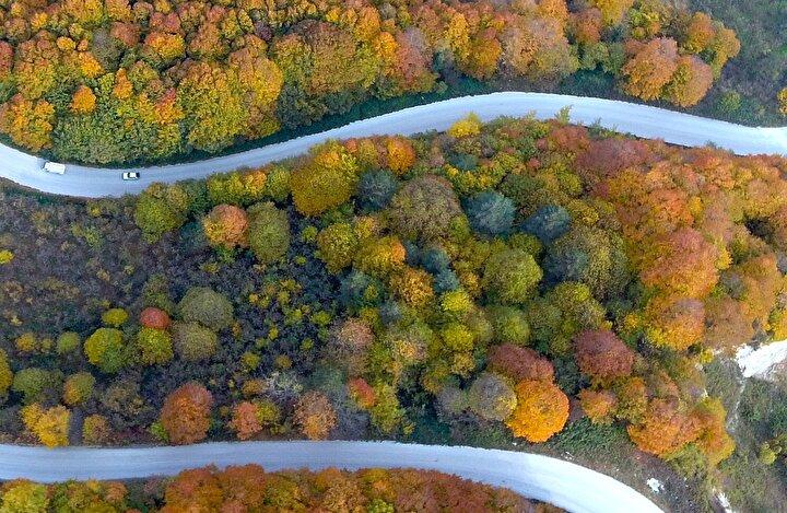 Anadolu Otoyolunun Bolu Dağı Tüneli, D-100 kara yolunun Bolu Dağı kesimi ile D-655 Batı Karadeniz Bağlantı Yolunun Akçakoca mevkisinde doğanın sunduğu eşsiz güzellik, drone ile de havadan görüntülendi.