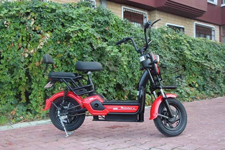 Atakum ilçesinde yaşayan Meriç Furkan Aydın, market zincirinin kataloğunda F5 model akülü bisiklet reklamını gördü. Aydın, 29 Ekim tarihinde 2 bin 848 liraya akülü bisikleti satın aldı. Akülü bisikleti kurmaya başlayan Aydın, bisikletin F5 model yazan kısmında bir çıkartma fark etti.