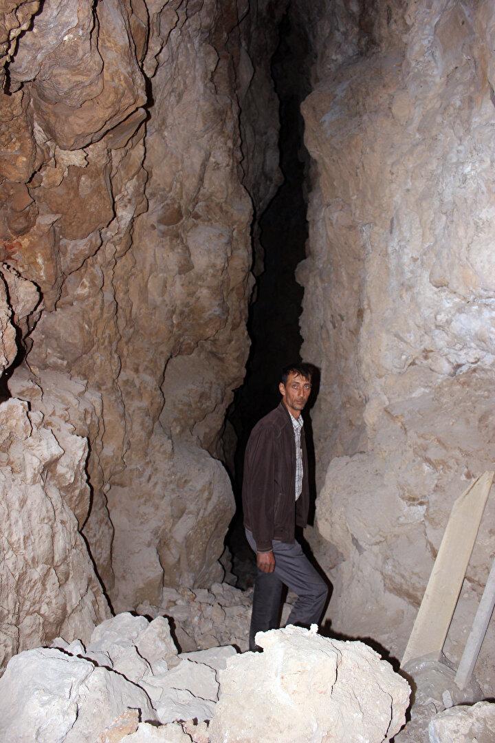 Küçük obruk, 18 metreye inilen, 32 metreye kadar derinliği olan bir mağara. Yaklaşık 80 metre uzunluğunda. Bizim 60 yıl sonra buraya inmemize neden olan şey talepleri karşılayamaz olmamız. Önümüzdeki yıl en az 15 tonluk bir kapasite artırımıyla birlikte insanların taleplerini karşılamaya çalışacağız. .