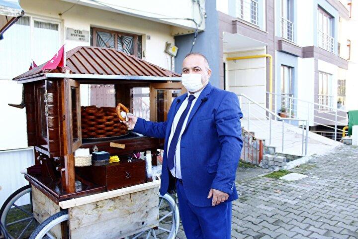 İlçede yaşayan tatlı ustası Tuncay Öztürk, evinde oluşturduğu imalathanesinde ürettiği halka tatlılarını satarak geçimini sağlıyor.