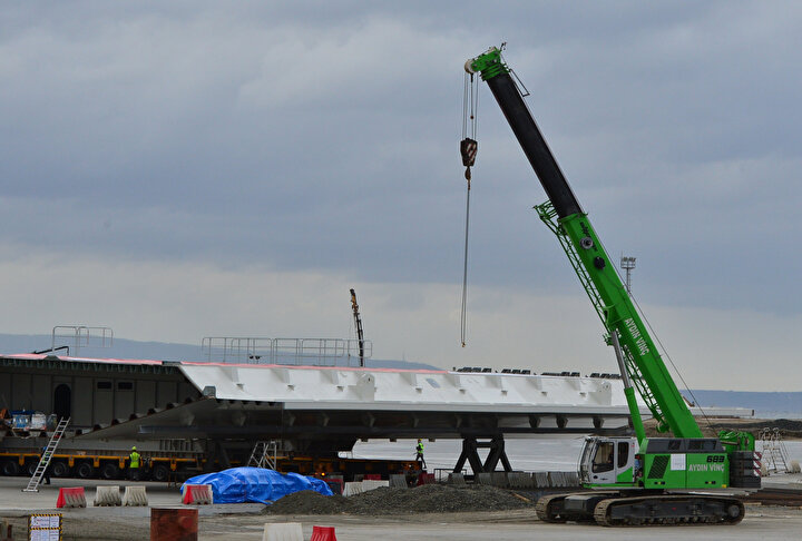 18 Mart 2022de hizmete girmesi planlanıyor  Tasarımı inceliklerle örülen 1915 Çanakkale Köprüsünün iki ayak aralığı Türkiye Cumhuriyetinin kuruluşunun 100üncü yılıyla anlamlandırılarak 2023 metre olarak planlandı.