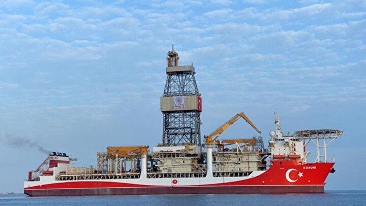 Uluslararası denizcilik verilerinden derlediği bilgilere göre, Kanuni sondaj gemisi, Zonguldak açıklarında hazırlıklarını sürdürüyor.