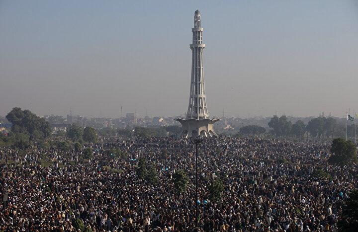 Cenazeye 200 bin kişinin katıldığı tahmin ediliyor.