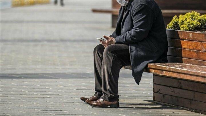 Bakanlık, resmi internet sitesinde, tedbirlerin uygulanmasına ilişkin sık sorulan soruların cevaplarına yer verdi.Buna göre, 65 yaş ve üzeri vatandaşlar ancak seyahat izin belgesi almaları koşuluyla şehirlerarası seyahat edebilecek.