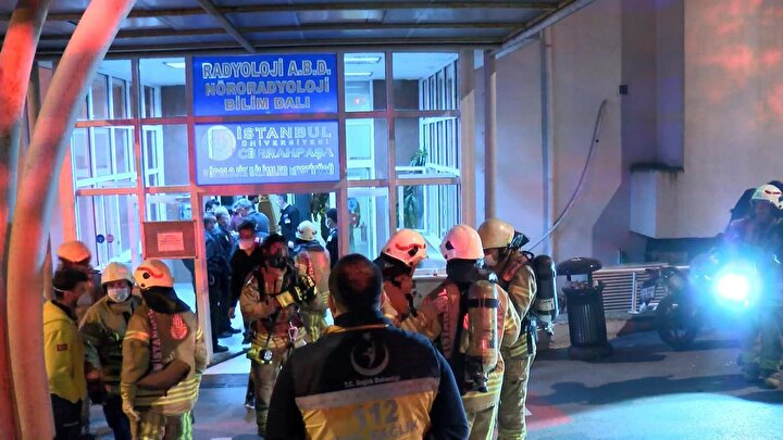 Yangın, İstanbul Üniversitesi Cerrahpaşa Tıp Fakültesi Nörolojik Bilimler Enstitüsünde 03.50 sıralarında çıktı. 4 katlı binada bilinmeyen bir sebeple yangın çıktığını gören görevliler, durumu itfaiyeye bildirdi.