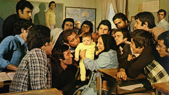 Bugün Türkiyenin değil dünyanın dört bir yanında Mahmut hoca gibi meslek aşkıyla yanan öğretmenlerimiz var.