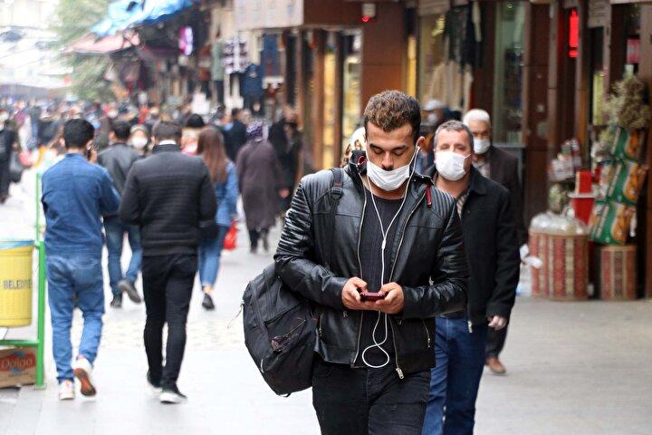 Bakan Kocanın 6 ilin sağlık müdürleriyle video konferans aracılığıyla görüşmesinin ardından sosyal medya hesabından Gaziantep, Bursa ve Kocaelide belirgin artış olduğunu söyledi.