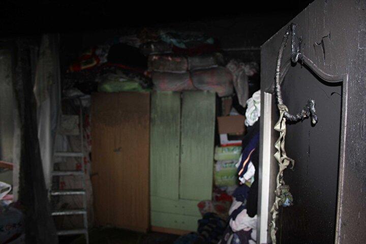 Komşularının yaktığı sobadan kömür kokusu geldiğini zanneden Hacesten Acar, Eşim kömürleri poşetlerken yangın çıktı. Ama ben komşuların yaktığı sobanın kömür kokusunun evimize geldiğini düşündüm. Daha sonra yangın olduğunu anladım. Kızımla beni kurtardı eşim dedi.