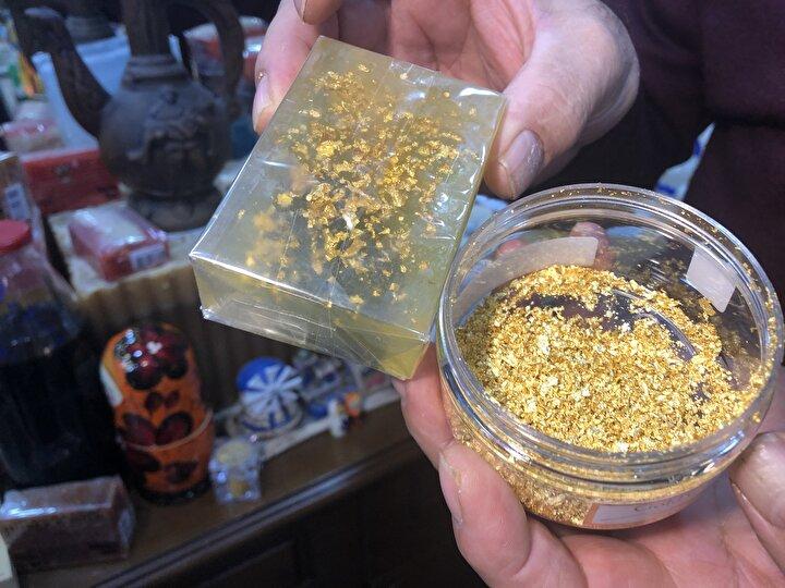 Tanesi 400 liradan satılan altınlı sabun, müşterilerden yoğun ilgi görüyor. Erten, altınlı sabunu ABD, Çin, Almanya ve Birleşik Arap Emirlikleri gibi ülkelere de ihraç ediyor.