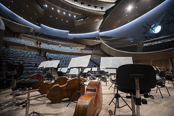 83 milyon avroya mal olan yeni müzik kampüsünün içinde CSO'nun tarihi binası da bulunuyor. Başkentin merkezinde Ankara Kalesi ve Anıtkabirin görüş ekseninde yer alan kampüs, dünyanın dört bir yanından en saygın orkestraları ve solistleri ağırlayacak.