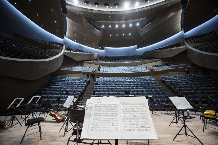 23 yıl önce temeli atılan ve senelerdir inşaatı tamamlanamayan CSO binasının yapımı, Cumhurbaşkanı Erdoğan'ın talimatları, Kültür ve Turizm Bakanı Mehmet Nuri Ersoy'un çalışmalarıyla hız kazandı ve 194 senelik geçmişi bulunan orkestra yeni binasına kavuştu.