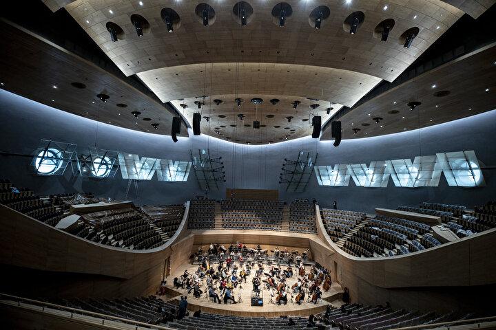 Açılış konserlerinin ardından profesyonel idari kadrosuyla 1826da kurulan ve dünyanın en eski orkestralarından bir olan Cumhurbaşkanlığı Senfoni Orkestrasının ev sahipliğinde dünyanın dört bir yanından en saygın orkestraları ve solistleri ağırlamaya devam edecek.