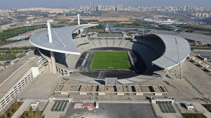 Ayrıca maçların ön koltuklardan izlenebilmesi adına stadyumun koşu pisti tamamen kaldırıldı ve 90 cm aşağıya indirildi. Bu bölüme asfalt ve çim eklendi.