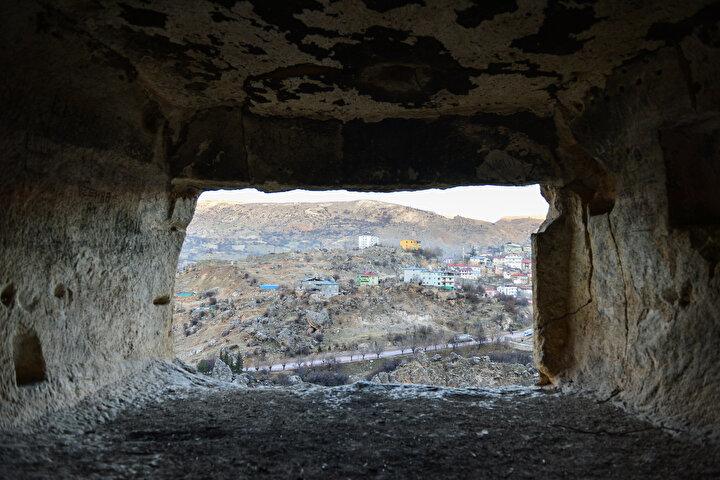 Fırat Kalkınma Ajansının 2020 Yılı Turizm ve Sanayinin Geliştirilmesi Mali Destek Programı kapsamında, Urartu Mağaraları adıyla turizme kazandırılacak olan kaya odalarının, bölgede cazibe merkezi haline gelmesi hedefleniyor.