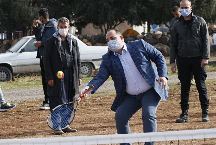 Köylülerden 11 yaşındaki Nihal Avcıbaşı, tenisi çok sevdiğini anlatarak, Bakan amca bize bir tenis sahası yapacak, bunun için ona çok teşekkür ediyorum. İnşallah yeni sahamız çok güzel olur, orada güzel güzel oynarız. ifadelerini kullandı.