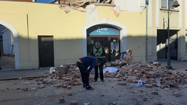 Öte yandan, deprem, bölge ülkeleri Bosna Hersek, Sırbistan ve Slovenyada da hissedilirken, 6,3 büyüklüğündeki depremin ardından 4 ve 3 büyüklüğünde artçı sarsıntıların yaşandığı ifade edildi.