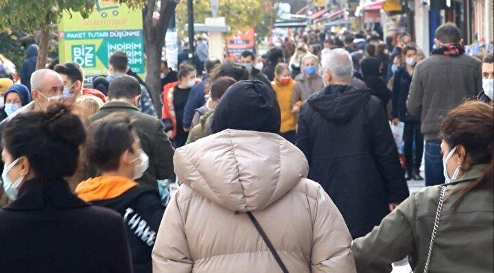 Kapıkule Sınır Kapısı'ndan Edirne'ye gelerek kıyafetten, zücaciyeye, temizlik ürününden sağlık ilaçlarına kadar hemen hemen her ihtiyaçlarını Edirne'den karşılayan Bulgaristan vatandaşları, PCR uygulamasının başlamasına saatler kala Edirne'ye akın etti. Hemen hemen tüm kalem ürünlerden poşet poşet alan Bulgarlar, aldıkları malzemeleri taşımakta güçlük çekti. Yiyecekten giyeceğe birçok ürünü stok yaptıkları görülen Bulgaristan vatandaşlarının ellerinin poşetler dolusu olduğu da kameralara yansıdı.