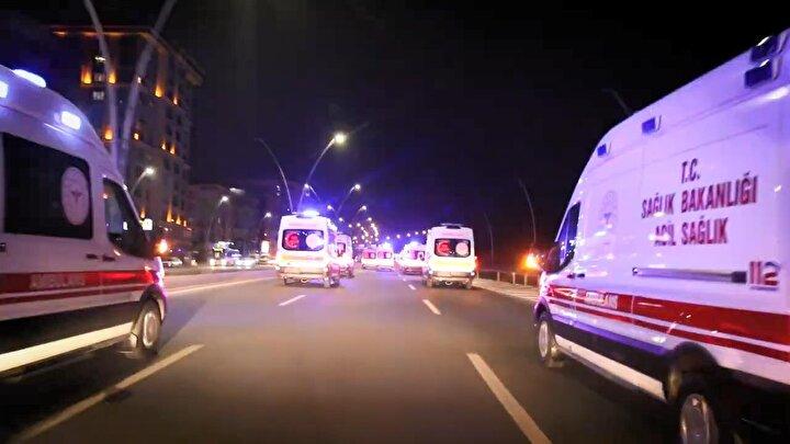 Bu sırada ambulanslar ise siren çalarak toplama merkezine giriş yaptı.