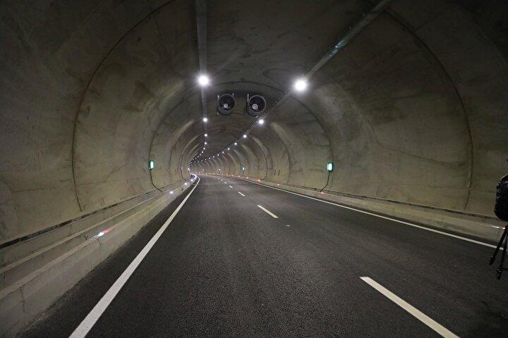 Cumhurbaşkanımızın yakından takip ettiği proje. Tünelin sağ tüpünün açılışını yaptık, sol tüpün açılışını birkaç ay içerisinde yapacağız. Salarha bölgesinin beklentileri doğrultusunda tünelden ilk kez birlikte geçmiş olacağız. dedi.