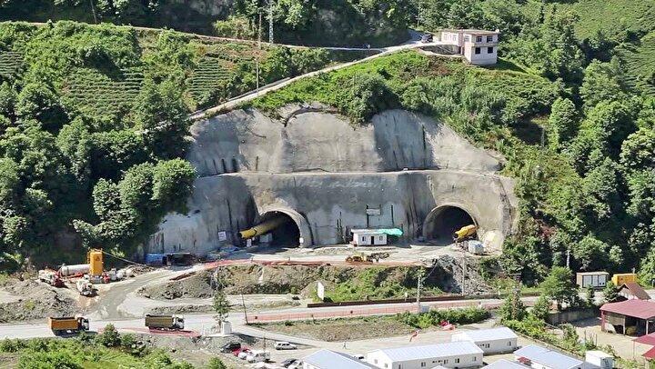 Konuşmaların ardından Vali Çeber ile beraberindekiler 2 bin 977 metre uzunluğundaki tünelden otomobilleriyle geçti.