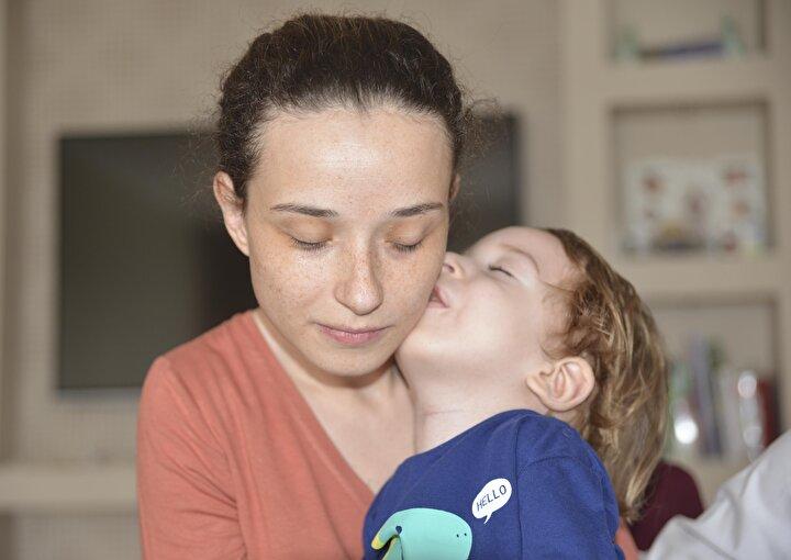 Pelin ve Ahmet Demir çiftinin 3 yıl önce dünyaya gelen çocukları İsmail Çağana SMA Tip 1 teşhisi konuldu. Aile, 2 yaşını dolduran çocukları için Avrupa Birliği ülkelerinde 21 kilogramın altındaki çocuklara uygulanan ve 13,5 kilogramın altındaki çocuklarda yüzde 95 oranında başarı sağlayan gen tedavisi için 4 Eylülde yardım kampanyası başlattı.