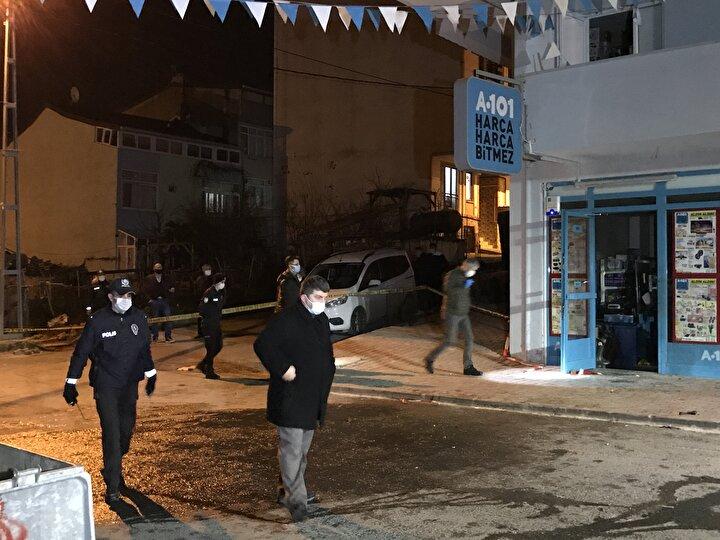 Yangın nedeniyle markette hasar meydana geldi. İhbar üzerine olay yerine gelen polis ekipleri ile bomba imha uzmanları da incelemelerde bulundu.