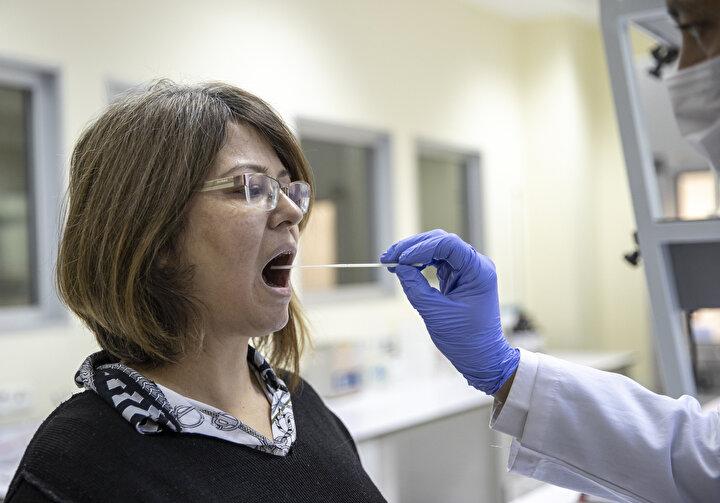 Koronavirüsün Türkiyede görülmeye başlamasının hemen ardından hızlı sonuç veren bir test sisteminin geliştirilmesi için projeye başlandığını bildiren Atalar, şöyle devam etti:  Proje tamamlandı ve PCRın yerini alabilecek hem de çok hızlı yani saniyeler içinde sonuç verebilen bir yöntem geliştirildi. Pozitifse hemen sonuç veriyor, negatiflik olması halinde kontrollerle biraz daha uzun sürüyor. Yapılan kontrollerde bu yöntemle pozitif bulduklarımızın PCRı negatif çıksa bile birkaç gün sonra PCRlarının pozitife döndüğünü gördük. Bu cihaz tamamen Türk malı. Türkiyeye ait eşi bulunmayan bu teknolojiden bütün dünya faydalanacak. Bunu tabii hocalarımıza ve Bilkent UNAMdaki araştırma ortamına borçluyuz.