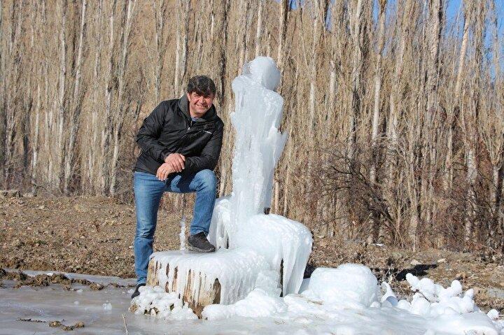 Dondurucu soğukların etkili olduğu Oltuda çeşmeler patladı.