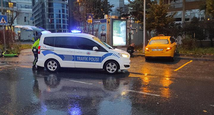 Kazayı gören vatandaşların ihbarıyla olay yerine polis ekibi sevk edildi.