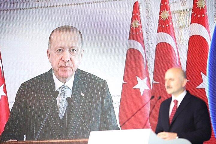 Açılış için Ulaştırma ve Altyapı Bakanı Adil Karaismailoğlu, iki ilin protokol üyeleriyle birlikte Kömürhan Köprüsü'ne geçti. Burada Cumhurbaşkanı Recep Tayyip Erdoğan'ın telekonferansla katıldığı açılış programında Bakan Adil Karaismailoğlu açıklamada bulundu.
