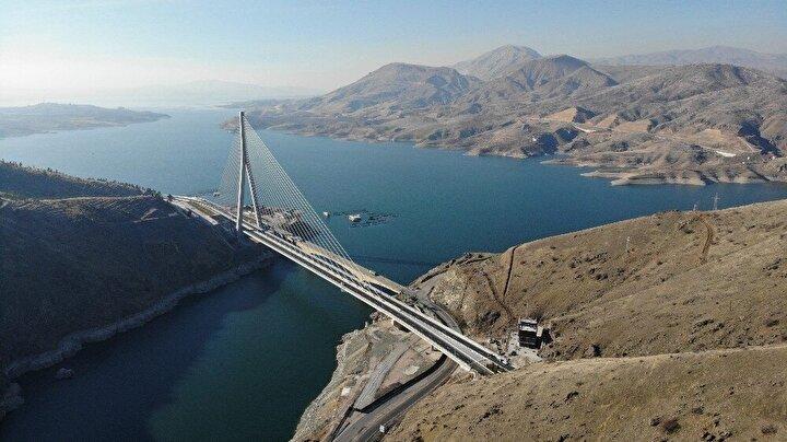 Ulaştırma ve Altyapı Bakanlığı Karayolları Genel Müdürlüğünce 2014 yılında yapımına başlanan 720 milyon lira maliyetli Doğu ve Güneydoğu Anadolu bölgeleri ile Orta Anadolu Ege ve Akdeniz bölgelerini birbirine bağlayacak olan 660 metre uzunluğundaki yeni Kömürhan Köprüsü ve bağlantı tüneli ile yol yapımı tamamlanarak bugün açılışı gerçekleştirildi.