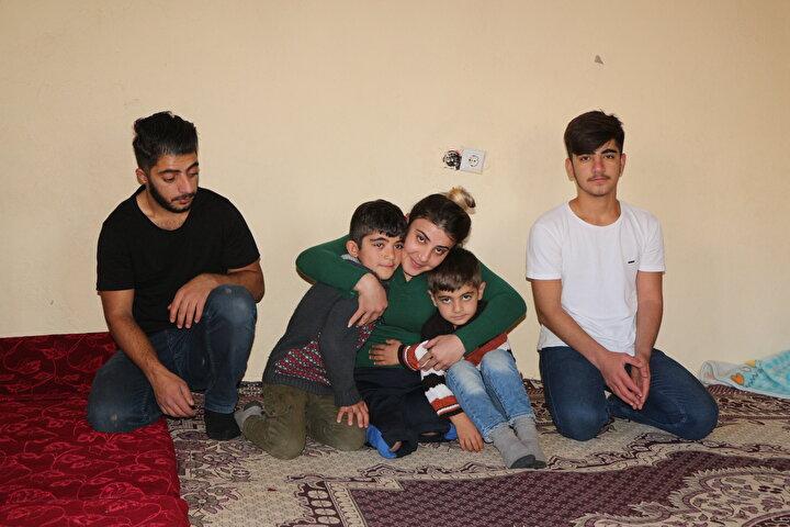 Uludere ilçesine bağlı Hilal beldesinde yaşayan Leyla Naifoğlu, 5 yaşında geçirdiği trafik kazası sonucu 2 bacağını dizden aşağıdan kaybetti. 23 yıl boyunca birçok zorluğa göğüs geren Naifoğlu, engelli haliyle liseyi bitirdi. Birçok defa Engelli Kamu Personeli Seçme Sınavına (EKPSS) katılan Leyla Naifoğlu bir türlü istediği sonucu elde edemedi. 5 yıl önce annesini kanserden kaybeden Leyla, 2si hasta 5 kardeşine engelli haliyle annelik yapıyor. 80 yaşındaki babası, eşini kaybettikten sonra psikolojik sorunlar yaşayınca evin bütün yükü engelli Leyla Naifoğlu'na kaldı. Naifoğlu evi temizliyor, çamaşır yıkıyor, yemek yapıyor ve odun sobasını yakıyor.