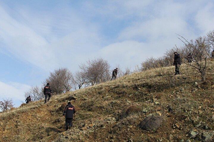 Yakınlarının bir daha haber alamayınca yaptığı kayıp başvurusu üzerine polis, jandarma ve AFAD ekipleri, Doğanın en son görüldüğü bölgede arama çalışması başlattı.