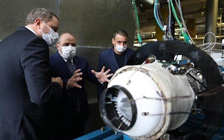 SOM füzesinde de kullanılan TR40 motorlarıyla güçlendirilen Atmaca füzesinde ileriki dönemlerde Kale 3200 turbojet motorunun kullanılması planlanıyor.
